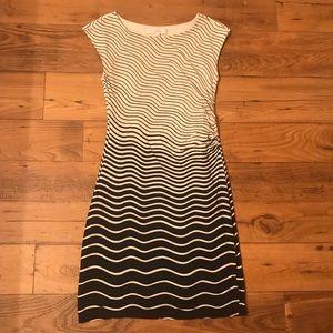 Ann Taylor LOFT Navy & Cream Gradient Ruched Dress